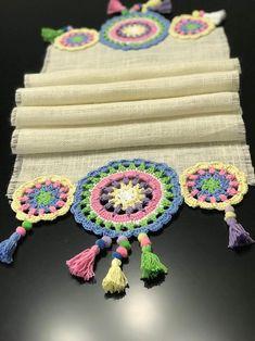Crochet Table Runner Pattern, Crochet Rug Patterns, Crochet Fabric, Burlap Fabric, Crochet Motif, Diy Crochet, Crochet Designs, Crochet Doilies, Crochet Flowers