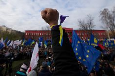 Ukraine protests: Protesters gather to march on Independence square in Kiev Protesters gather to march on Independence Square in Kiev