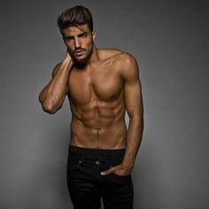 Mariano Di Vaio (Jan working the sex-angle like his boy Bateman Male Models Poses, Male Poses, Male Torso, Hommes Sexy, Shirtless Men, Male Physique, My Guy, Male Beauty, Male Body