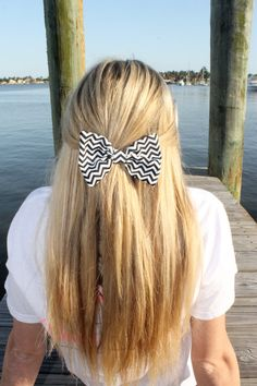 Melon Pink Chevron Bow Tie Hair Bow by devonalana on Etsy Preppy Hairstyles, Hairstyles For School, Summer Hairstyles, Cool Hairstyles, Chevron Bow, Black Chevron, Bow Tie Hair, Hair Makeup, Makeup Hairstyle