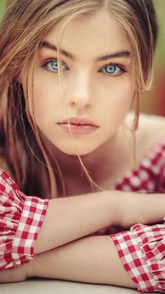 Mostly-PG photos of beautiful women. Most Beautiful Faces, Gorgeous Eyes, Pretty Eyes, Beautiful Children, Cool Eyes, Simply Beautiful, Girl Face, Woman Face, Portrait Photos