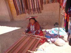 Uma tecelã no Vale Sagrado. Peru