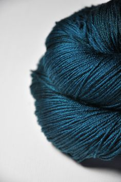 This is a saturated dark teal witzh subtle variations. All listed skeins are of the same dye lot. 75% Wool / 25% Silk yardage per 100g: 437