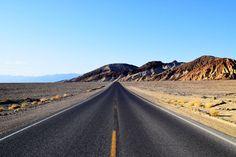 Amerikanen begrijpen niet waarom wij Nederlanders massaal naar Death Valley trekken. Ik wel. Het is er bloedheet, en bloedmooi.
