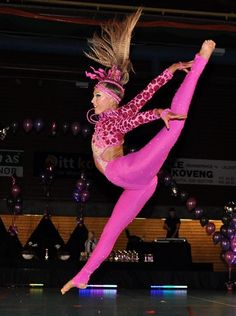 tenfootjump:  this is the style of dancing that I truly love. Freestyle disco <3