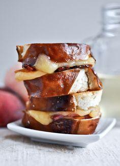 Peach, Bacon + Gouda Grilled Cheese Sliders on Pretzel Bread | howsweeteats.com