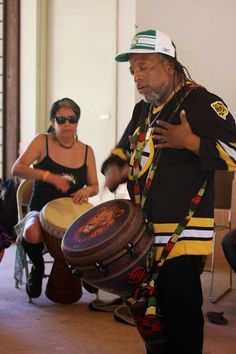 Leon Mobley conducting the African drumming workshop at the Claremont Folk Festival.