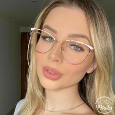Cute Glasses Frames, Womens Glasses Frames, Nice Glasses, Girls With Glasses, Geek Chic Glasses, Pretty Beautiful Girl, Glasses Trends, Lunette Style, Fashion Eye Glasses