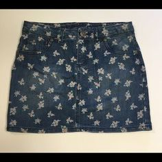 I just discovered this while shopping on Poshmark: ARIZONA JEANS JUNIORS FLORAL…