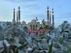 """جامع الصالح بالعاصمة صنعاء Al-Saleh Mosque in Sana'a """"Yemen"""""""