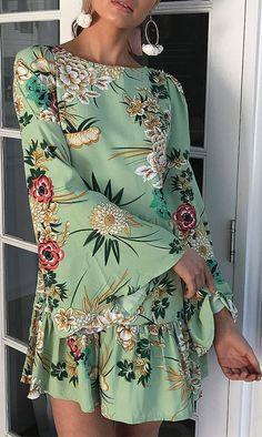 Mint Green Outfits, Green Summer Dresses, Green Floral Dress, Beautiful Summer Dresses, Simple Dresses, Mint Green Clothes, Cute Skirt Outfits, Cute Dresses, Vintage Dresses