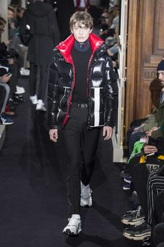 The complete Valentino Fall 2018 Menswear fashion show now on Vogue Runway.