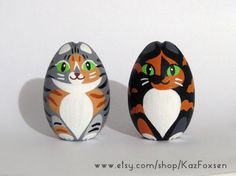 Custom torbie and #calico #cat figurines by Kaz Foxsen ready to be varnished. #tabby