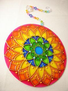 Mandala Vitral em Acrílico 15 cm Hamsa Design, Mandala Design, Old Cd Crafts, Cd Diy, Diy Crafts For Home Decor, Chakra Art, Diwali Craft, Diy Shops, Mandala Coloring Pages