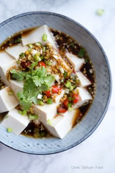 A very quick and spicy Szechuan style cold tofu Vegetarian Recipes, Cooking Recipes, Healthy Recipes, A Food, Food And Drink, Tofu Salad, Tofu Dishes, Le Diner, Cold Meals