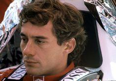 """La vita è troppo corta per avere dei nemici"""". La sua, in particolare, è stata cortissima. Ma il pilota di Formula 1 Ayrton Senna rivive oggi, a vent'anni dalla tragica scomparsa, in una serie di scatti fotografici che, fino al 7 settembre, saranno in esposizione all'hotel Continen"""