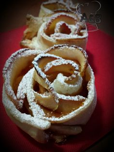 Queste Rose di Mele sono dei dolcetti molto facili da preparare, ma che fanno sicuramente molto piacere sia alla vista ma soprattutto al gusto, in ogni momento della giornata. Cookies, Desserts, Food, Crack Crackers, Tailgate Desserts, Deserts, Biscuits, Cookie Recipes, Meals