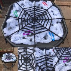 Today's outdoor tuff tray had a spooky feel 🕷🕸 the children had to get the spiders out of the cobwebs using only tweezers #eyfs #finemotorskills