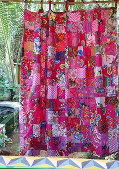 Réservés Julie  2 Rideaux, en patchwork de coton  rose  doublés de coton uni  avec liens passants