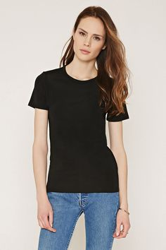 Simple cool black tshirt for Holly on her off day - as a city girl she'd definitely keep it easy and comfortable