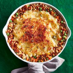 Packed with plant-based protein and healthy veggies (and topped with mashed potatoes), this vegetarian haggis cottage pie is a comforting meal for everyone. Vegetarian Haggis, Vegetarian Dinners, Vegetarian Recipes, Cooking Recipes, Veggie Dinners, Vegetarian Christmas Menu, Chatelaine Recipes, Scottish Recipes, Pie
