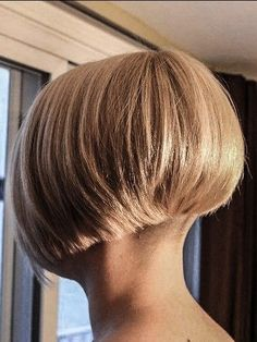 Copper Layered Bob with Bangs - 50 Classy Short Bob Haircuts and Hairstyles with Bangs - The Trending Hairstyle Short Wedge Hairstyles, Blunt Bob Hairstyles, Short Bob Haircuts, Trending Hairstyles, Hairstyles With Bangs, Short Hair Cuts For Women, Short Hair Styles, Short Hair Dont Care, Stacked Haircuts