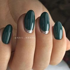 Bottle Green on Nails TOP 27 Amazing Inspirations Which Were You Dark green nails Dasova Shellac Nails, Gold Nails, Pink Nails, My Nails, Emerald Nails, 5sos Nails, Chrome Nails, Nail Polish, Christnas Nails