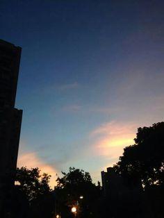 天剛亮的香草天空。20140913。