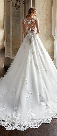 Gorgeous Tulle & Satin Scoop Neckline A-Line Wedding Dresses With Lace Appliques