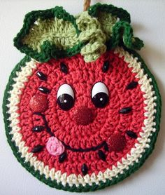 Crochet Happy Watermelon , wall deco, by Jerre Lollman No pattern Chat Crochet, Crochet Mignon, Crochet Food, Crochet Kitchen, Crochet Gifts, Free Crochet, Crochet Potholder Patterns, Crochet Motifs, Crochet Dishcloths