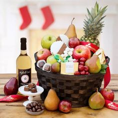 Our 2017 Grand Holiday Gift Basket is a soiree of chocolates, fruits and goodies, paired perfectly with a sweet cider. Happy holidays to all!