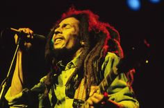 Bob Marley is a global icon. His music and words are evergreen. To celebrate this global music icon, here are some of our favourite Bob Marley quotes. KAYNULI Bob Marley Greatest Quotes to celebrate his birthday Fotos Do Bob Marley, Bob Marley Songs, Bob Marley Quotes, Image Bob Marley, Bob Marley Documentary, Amor Universal, Musik Genre, Snapchat, Tush Magazine