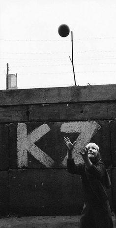1962 West German girl Monika Heyne is playing with a ball near the Berlin Wall. (Paul Schutzer)