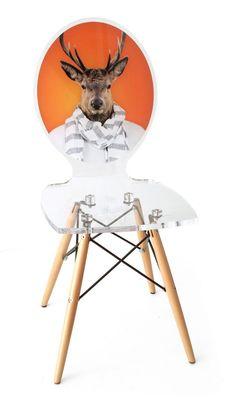 Chaise acrylique Graph pieds bois cerf fond orange