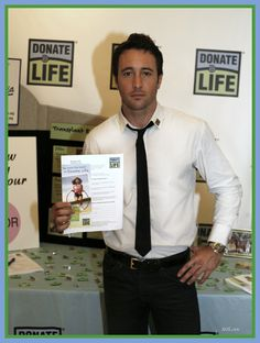 White Hot Wednesday #AlexOLoughlin supporting organ donation with #DonateLife #outliveyourself