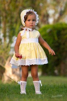 سموك Baby Girl Dresses, Baby Dress, Cute Dresses, Vintage Dresses, Flower Girl Dresses, Spanish Baby Clothes, Baby Girl Patterns, Classy Work Outfits, Kids Frocks