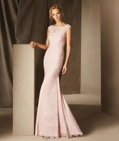 Mysterious long mermaid dress with a dropped waist. A refined dress that…