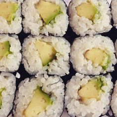 Who's in for some sushi today? Vegan Sushi, Veganism, Vegan Recipes, Food Porn, Eat, Ethnic Recipes, Vegane Rezepte, Treats