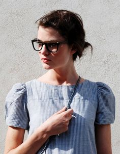 i like how she is wearing her hair. I think i like that top/dress, although it's a little 'work camp chic'. Cute Glasses, Girls With Glasses, Hipster Glasses, Style Simple, My Style, Sweet Style, Fashion Beauty, Womens Fashion, Fashion Tips