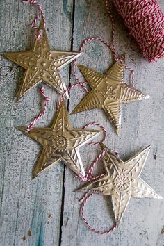 Embossed Foil Christmas Stars A step by step tutorial to make your own amazing embossed Christmas stars Easy Christmas Ornaments, Christmas Makes, Noel Christmas, Simple Christmas, Winter Christmas, Handmade Christmas, Christmas Decorations, Tin Foil Art, Aluminum Foil Art
