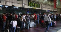 ¡CALUROSA BIENVENIDA!  Les dieron patria a turistas #Trinitarios en #Maiquetía #Venezuela: Los robaron y les pidieron 300$ pal café