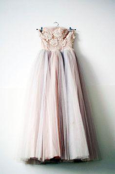 Tulle dress- Simply divine Vintage prom dress by elsa billgren Vintage Dresses, Vintage Outfits, Vintage Fashion, Vintage Beauty, Victorian Fashion, Traje Black Tie, Tulle Dress, Dress Up, Lace Dress