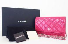 old chanel handbags gold Chanel Wallet, Purse Wallet, Gold Handbags, Burberry Handbags, Chanel Handbags, Chanel News, Luxury Marketing, Chain Shoulder Bag