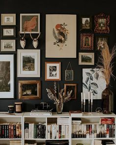 Eclectic Gallery Wall, Gallery Wall Bedroom, Eclectic Wall Decor, Eclectic Frames, Eclectic Style, Inspiration Wand, Home Decor Inspiration, Decor Ideas, Living Room Decor