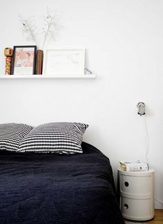 Almost B&W Bedrooms. The bedrooms I've gathered up for you today are simple straightforward and unique.(image via babyramen) Dream Decor, Home Bedroom, Bedroom Interior, Home Decor, Minimalist Bedroom, Bedroom Set, Interior Design, Home And Living, Scandinavian Style Bedroom