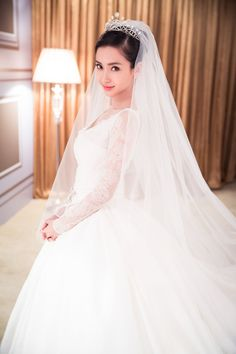 Urban Bride: AngelaBaby and Huang Xiaoming, China's Wedding of the Year Dior Wedding Dresses, Bride Gowns, Wedding Dress Shopping, Bridal Dresses, Wedding Gowns, Angelababy Wedding, The Princess Bride, Wedding Of The Year, Beautiful Bride