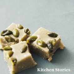 Pistachio halva with 3 ingredients , Halva Recipe, Brownie Bar, No Bake Treats, Vegan Sweets, 3 Ingredients, Pistachio, I Foods, Fudge, Food Videos