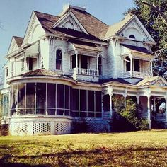 Broyles House built 1895 in Palestine Texas - one of 8 picks for this week's Friday Favorites