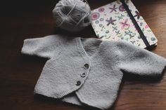 Gilet taille naissance - Tricot Baby 0-4 ans - Bergère de France, magazine tricot n°145. Crochet, Creations, Pullover, Sweaters, Fashion, Knits, Birth, Boutique Online Shopping, Human Height