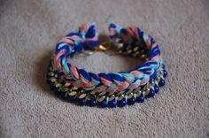 Bracelet tressé avec chaîne et perles